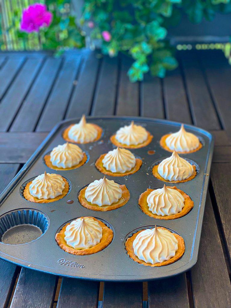 Zitronen Tartelettes in einer Form