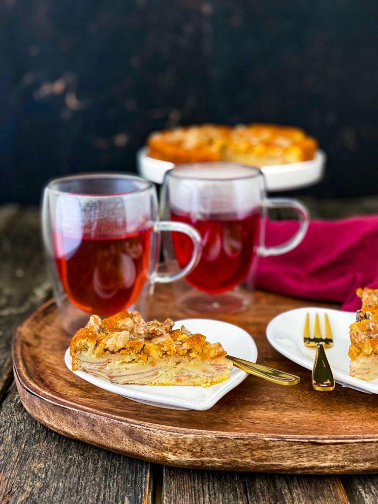 Liebevoller Teegenuss mit Lebkuchen Schmidt, dazu Birnenkuchen