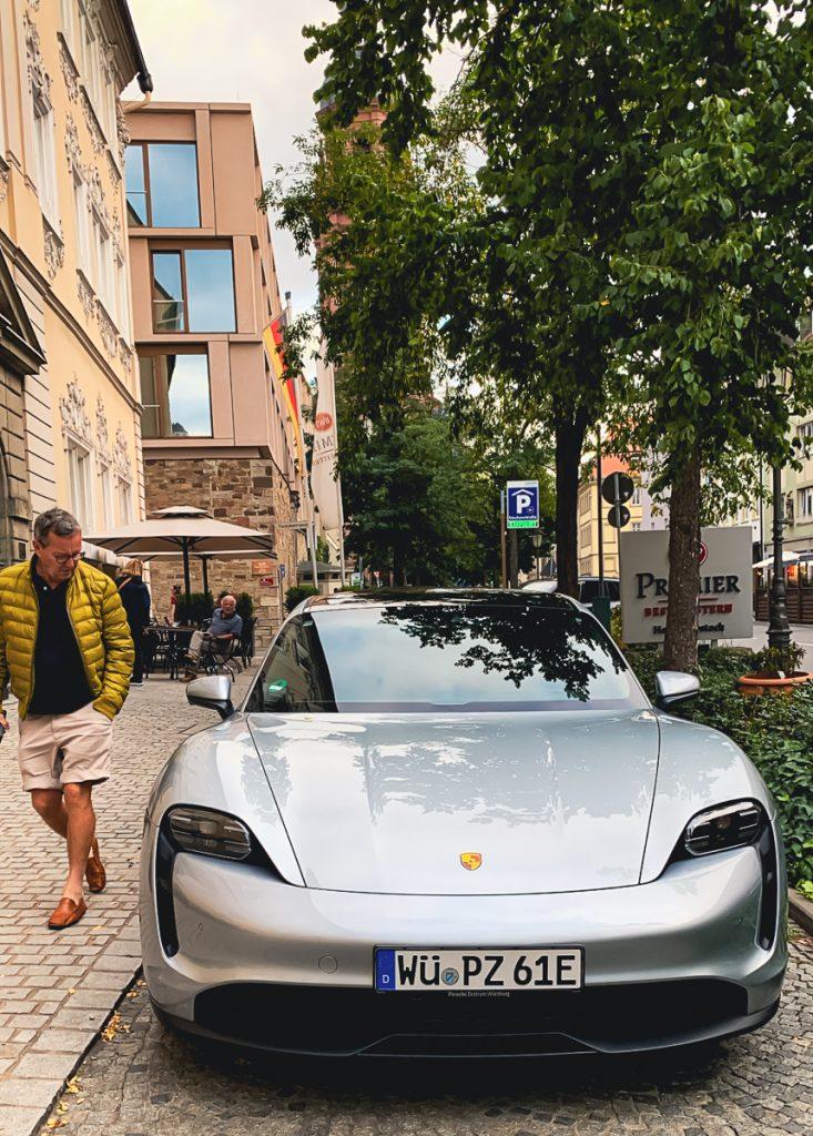 Eine Auszeit in Würzburg - Hotel Rebstock und KUNO 1408 Porsche Taycan im Rebstock